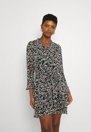 ONLMELINA LIFE RUFFLE DRESS - Vestido informal - sandshell