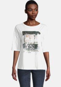 Cartoon - MIT PAILLETTEN - Print T-shirt - cream/silver - 0