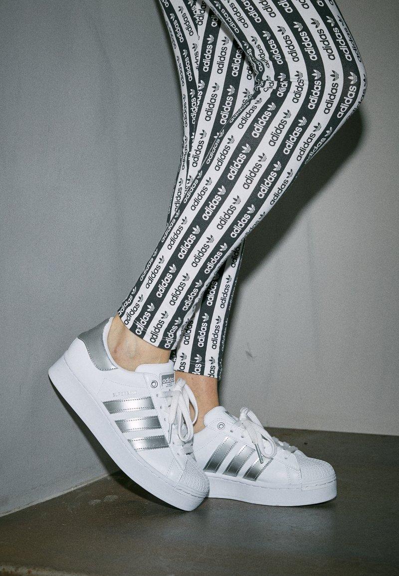 Incorporar Reportero luces  adidas Originals SUPERSTAR - Zapatillas - footwear white/silver metallic/blanco  - Zalando.es