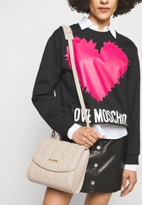 Love Moschino - HEART QUILTED TOP HANDLE CROSSBODY - Sac à main - avorio - 0
