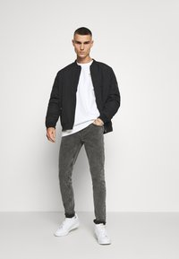 Only & Sons - ONSWARP LIFE - Jeans Skinny Fit - grey denim - 1