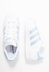 adidas Originals - SUPERSTAR METALLIC GLIMMER SHOES - Sneakers laag - footwear white/glow blue/core black - 3