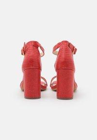 Miss Selfridge Wide Fit - WIDE FIT SOPHIA 2 PART BLOCK HEEL - Sandaalit nilkkaremmillä - red - 3