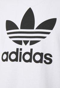 adidas Originals - TREFOIL T-SHIRT ORIGINALS ADICOLOR - Print T-shirt - white/black - 2