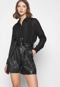 ONLY - ONLVIYA  - Shorts - black - 3