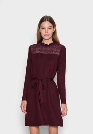 VMMALENA SHORT DRESS - Abito in maglia - winetasting