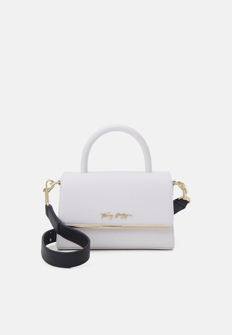 Tommy Hilfiger - MODERN BAR BAG STRAP - Handbag - white