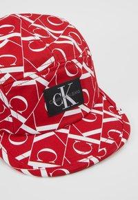 Calvin Klein Jeans - MIRROR MONOGRAM PANEL  - Kšiltovka - red - 2