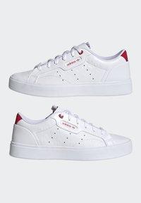 adidas Originals - SLEEK - Tenisky - footwear white/scarlet/core black - 8