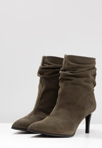 Paco Gil - CLAIRE - Classic ankle boots - dehesa - 4