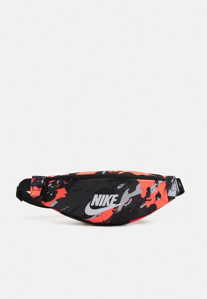 Nike Sportswear - HERITAGE UNISEX - Bum bag - bright mango/black/white