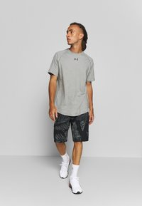 Under Armour - CHARGED - T-shirts basic - gravity green/black - 1