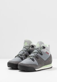 adidas Performance - SNOWPITCH COLD.RDY TRAXION HIKING SHOES MID - Hikingschuh - grey three/grey four/glow green - 3