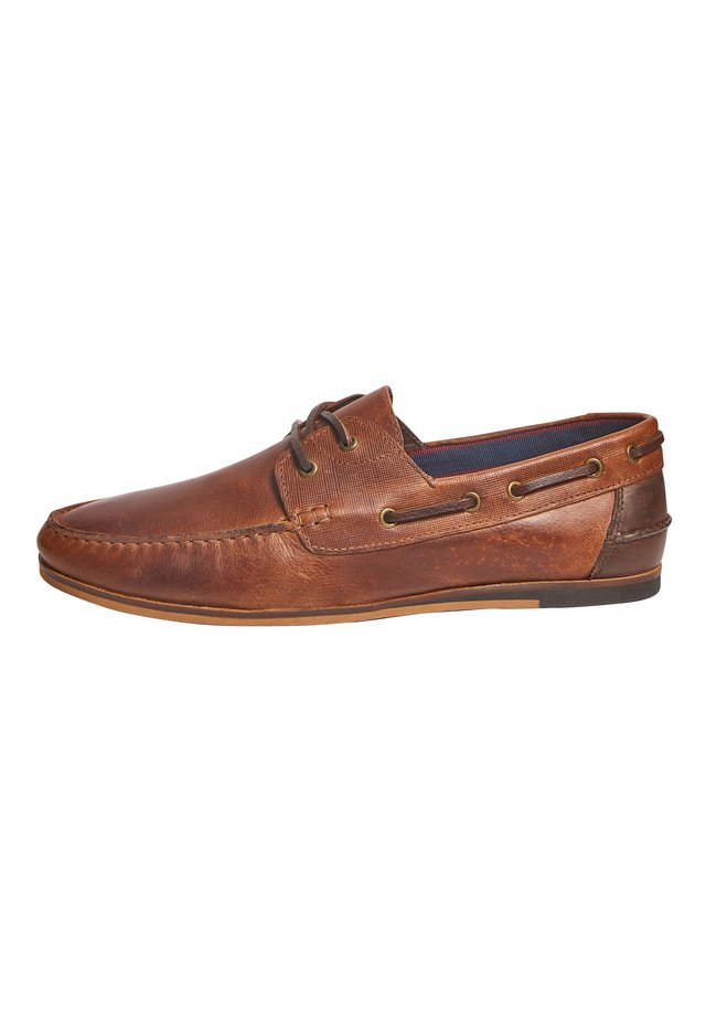NAVY FORMAL TEXTURED LEATHER BOAT SHOES - Chaussures bateau - brown