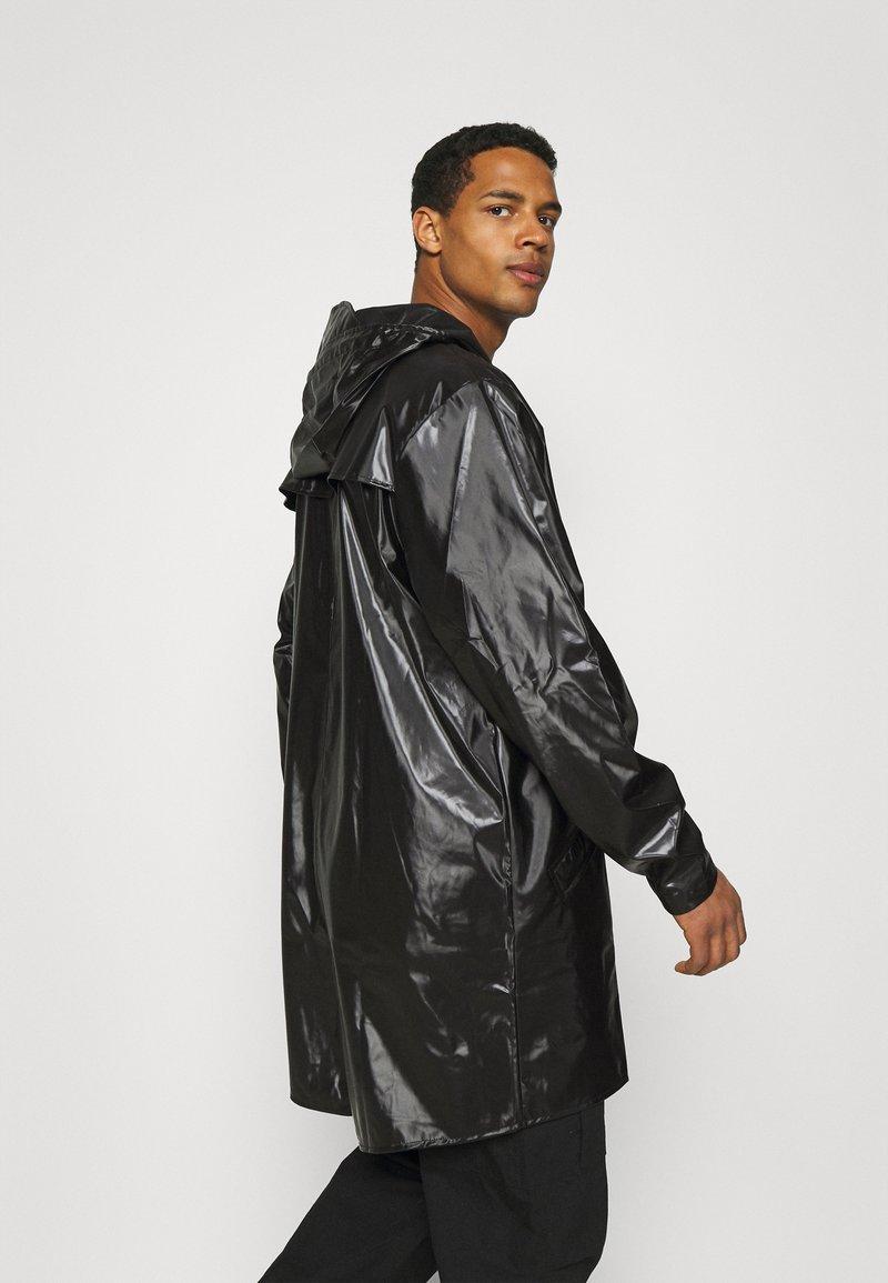 Short Coat Shiny Black Funktionsjacke Jacke RAINS
