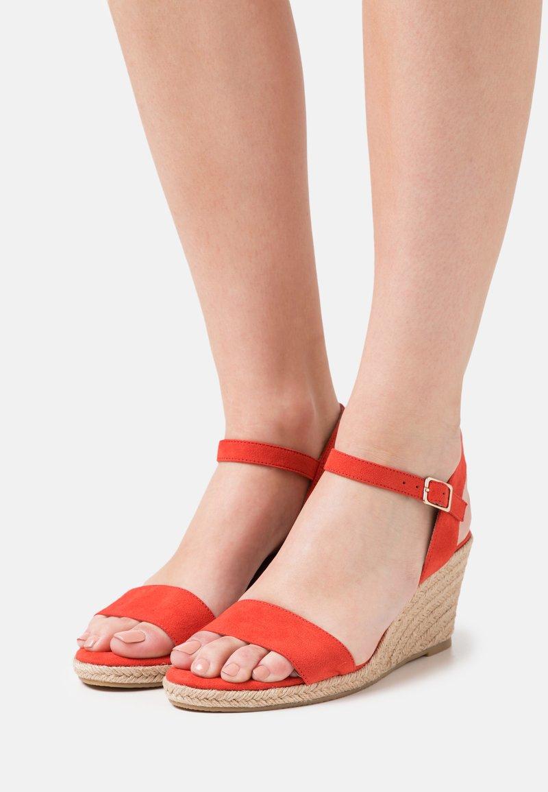 Tamaris - Wedge sandals - flame