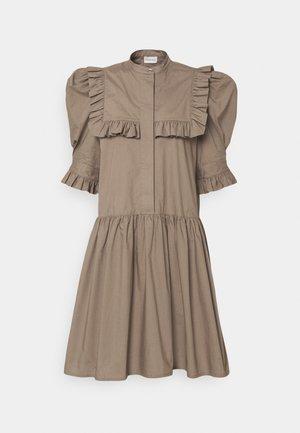 FLOIA - Sukienka koszulowa - dark mink