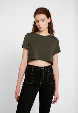 Pamela Reif x NA-KD RAW HEM CROPPED - Basic T-shirt - khaki