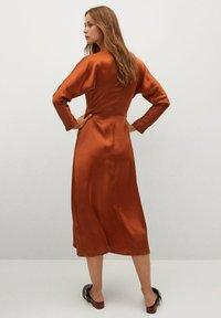 Mango - FLIESSENDES - Cocktail dress / Party dress - bräunliches orange - 1