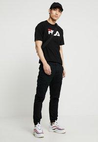 Fila - PURE TEE - Print T-shirt - black - 1