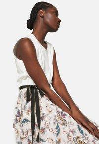 Liu Jo Jeans - ABITO - Jersey dress - offwhite - 3