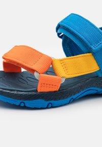Merrell - KAHUNA UNISEX - Chodecké sandály - blue/multicolor - 5