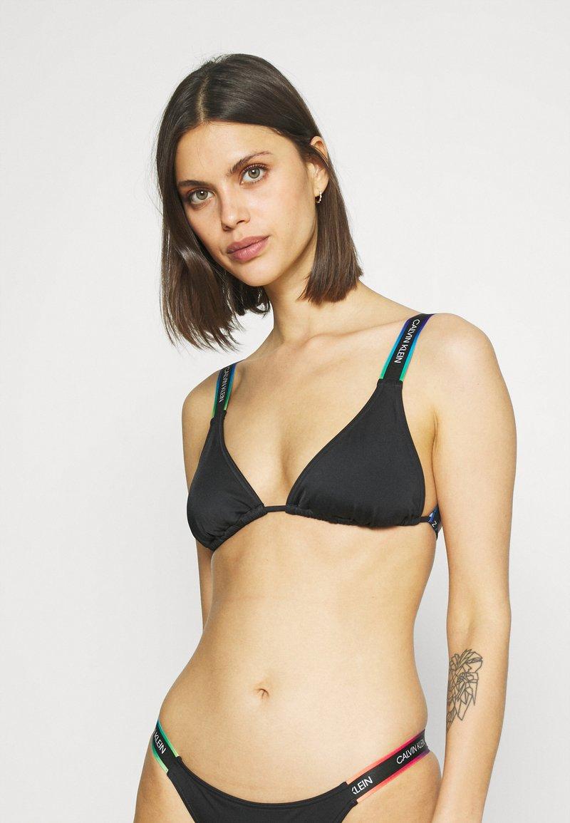Calvin Klein Swimwear - PRIDE TRIANGLE - Horní díl bikin - black