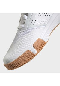 adidas Performance - ESSENCE INDOOR SHOES - Carpet court tennis shoes - white - 12