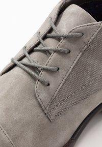 Madden by Steve Madden - JEGGAN - Zapatos con cordones - grey - 5