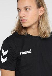 Hummel - Print T-shirt - black - 3