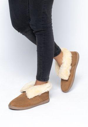 SHEEPSKIN ANKLE BOOT - Slippers - tan