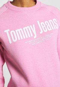 Tommy Jeans - TJW CHEST LOGO - Sweatshirt - pink daisy - 4