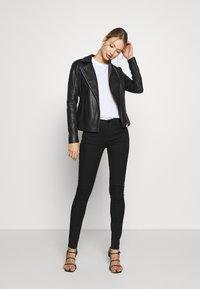 Emporio Armani - 5 POCKETS PANT - Jeans Skinny Fit - black - 1