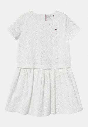 BRODERIE ANGLAISE - Koktejlové šaty/ šaty na párty - white