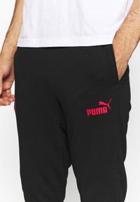 Puma - AC MAILAND FTBLCULTURE TRACK PANTS - Verryttelyhousut - black/tango red - 5