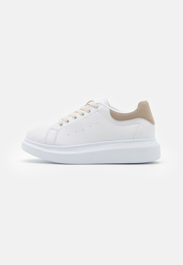 CASUAL NEWNESS  - Trainers - white/beige