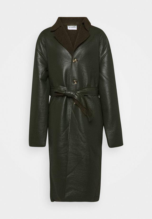 BOXY COAT - Zimní kabát - green sherling