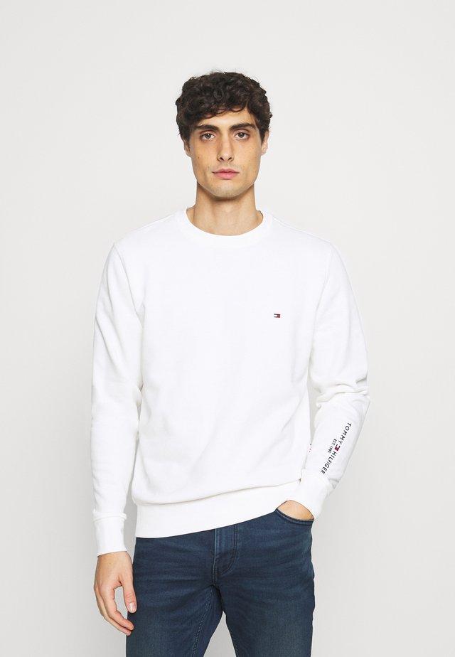 TOMMY SLEEVE LOGO SWEATSHIRT - Sweatshirt - white