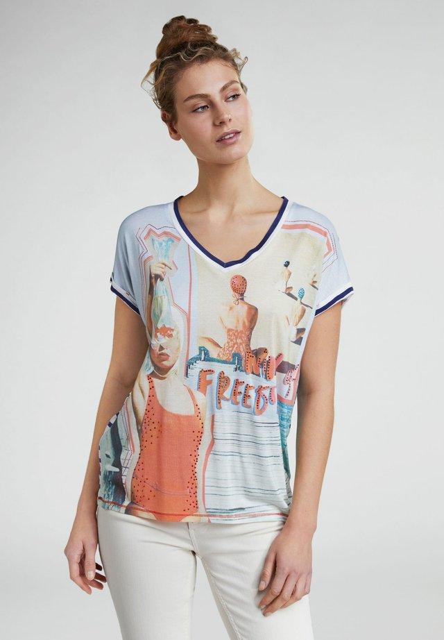 MIT STRASS - T-shirt imprimé - red/blue