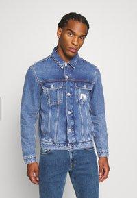 Calvin Klein Jeans - 90S JACKET - Spijkerjas - mid blue - 0