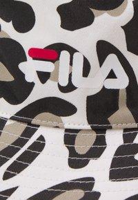 Fila - PRINTED BUCKET HAT LEO UNISEX - Hat - white/brown - 3