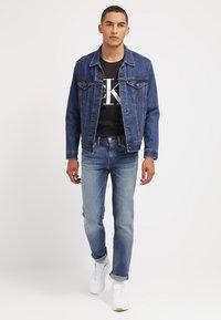 Calvin Klein Jeans - Print T-shirt - meteorite - 1