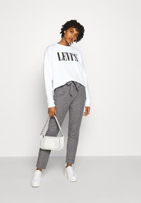 Vero Moda - VMEVA LOOSE PAPERBAG PANT - Bukse - medium grey melange/salt/ pepper - 1
