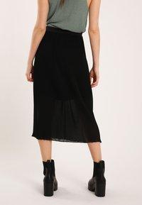 Pimkie - Pleated skirt - schwarz - 2
