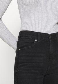 Dr.Denim - MACY - Flared Jeans - black mist - 4