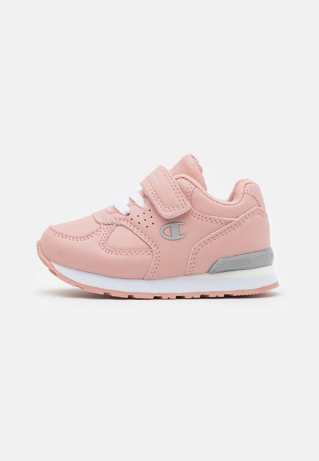 LOW CUT SHOE ERIN UNISEX - Sportovní boty - pink