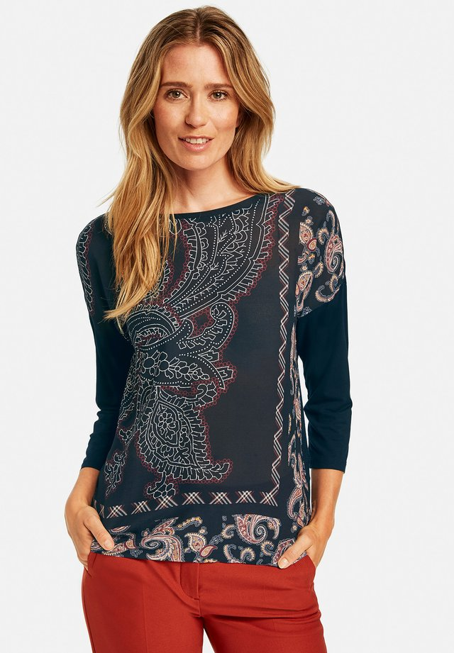 MIT BEDRUCKTER FRONT - Long sleeved top - navy sienna druck