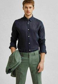 Selected Homme - Formal shirt - navy blazer - 4