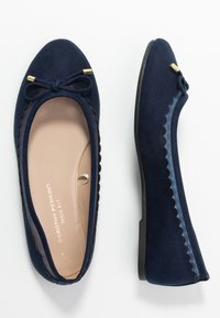 Dorothy Perkins Wide Fit - WIDE FIT PIPPASCALLOP ROUND TOE  - Ballet pumps - navy - 3