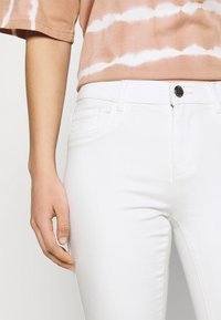 ONLY - ONLRAIN LIFE - Jeans Skinny Fit - ecru - 4
